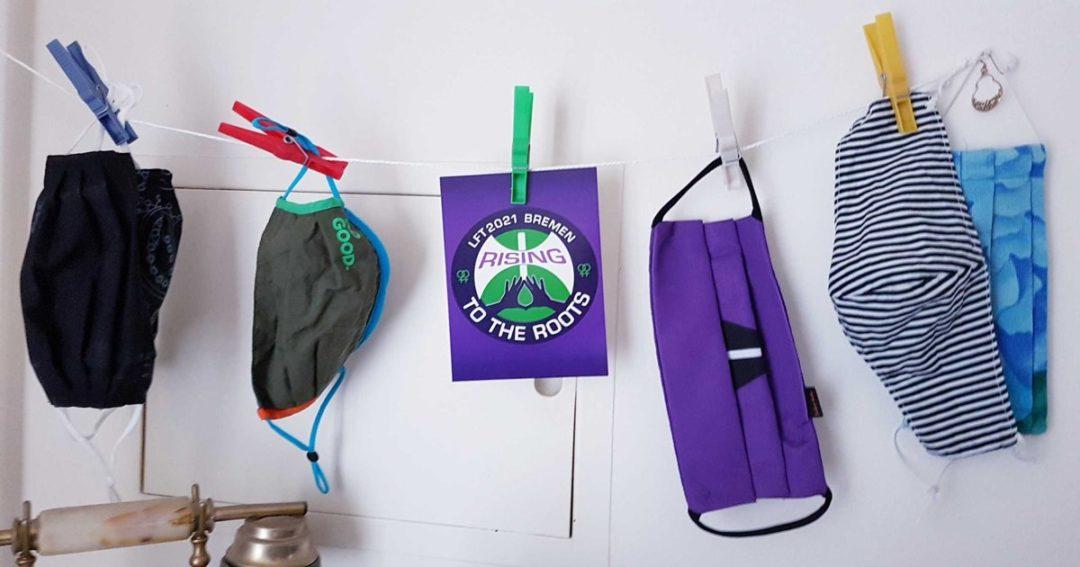 Wäscheleine mit Corona-Masken und einer LFT2021-Bremen-Postkarte