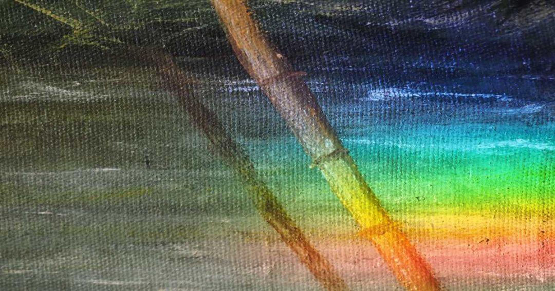 Ausschnitt eines Gemäldes mit Bambusstäben beleuchtet mit Regenbogenfarben